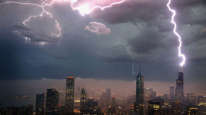 Lightning strikes the Willis Tower (formerly Sears Tower) in downtown on June 12, 2013 in Chicago, Illinois. (AFP Photo / Scott Olson)
