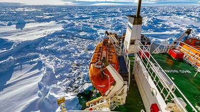 This handout image released by the Centre of Excellence for Climate System Science at the University of New South Wales and taken by Andrew Peacock of www.footloosefotography.com on December 27, 2013 shows the ship MV Akademik Shokalskiy trapped in the ice at sea off Antarctica. (AFP Photo)