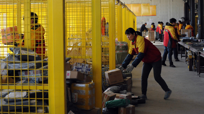 Workers sorting out packages at an Chinese e-commerce giant Alibaba in Beijing (AFP Photo)