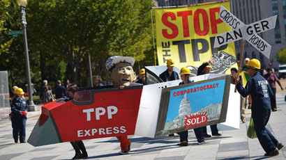 Demonstrators protesting against the Trans-Pacific Partnership (TPP) are seen on Pennsylvania Avenue, near the White House, on September 24, 2013 in Washington, DC.(AFP Photo / Mandel Ngan)