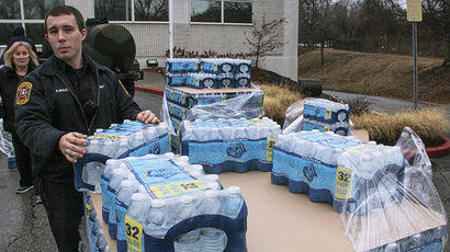 Water is distributed to residents at the South Charleston Community Center in Charleston, West Virginia, January 10, 2014. (Reuters / Lisa Hechesky)