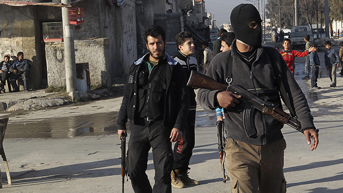 Free Syrian Army fighters man checkpoints to prevent members of the al Qaeda-affiliated Islamic State of Iraq and the Levant (ISIL) from entering Masaken Hanano neighborhood in Aleppo January 7, 2014. (Reuters / Jalal Alhalabi)