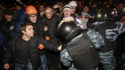Opposition activists clash with riot police as they block police buses near a court in Kiev January 11, 2014. (Reuters/Gleb Garanich)