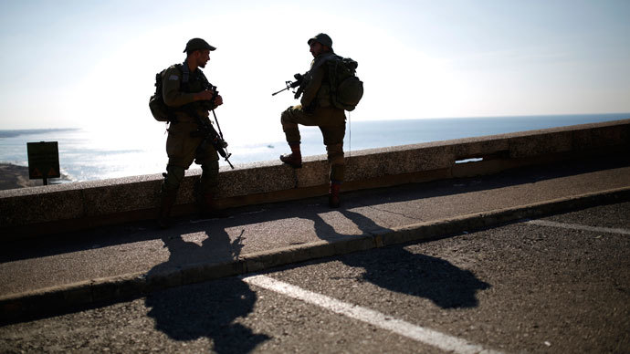 Israeli soldiers guard near the Rosh Hanikra border crossing with Lebanon, in northern Israel.(Reuters / Amir Cohen)