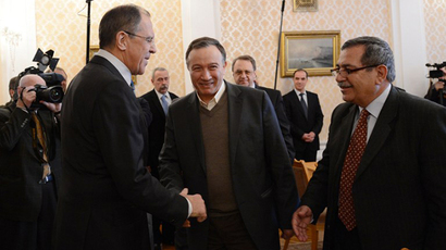 Russian Foreign Minister Sergei Lavrov (L) shakes hands with Syrian opposition leader Haytham Manna (C) of the National Coordination Committee for Democratic Change during their meeting in Moscow, on March 11, 2013. (AFP Photo / Natalia Kolesnikova)