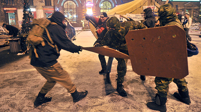 Pro-EU protesters equipped with makeshift batons and shields coach themselves at Kiev's central street Khreschatyk early on January 18, 2014. (AFP Photo / Genya Savilov)