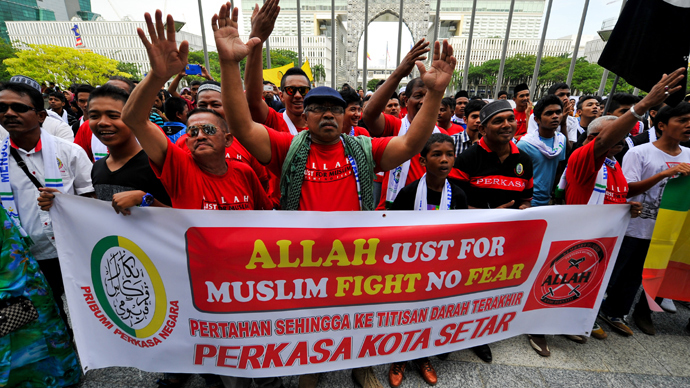 Muslim Protestors display a banner during a demonstration against a Malaysian Catholic newspaper using the word 'Allah' at the court of appeal in Putrajaya, outside Kuala Lumpur (AFP Photo / Mohd Rasfan)