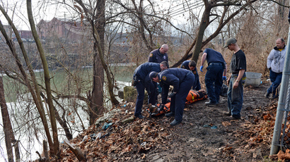 Charleston Paramedics & First Responders responded to a man unresponsive on the banks of the Elk River on January 10, 2014 in Charleston, West Virginia. (Tom Hindman / Getty Images / AFP)