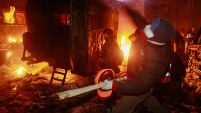 A rioter throws a missile at Ukrainian riot police in Kiev January 20, 2014. (Reuters / Gleb Garanich)