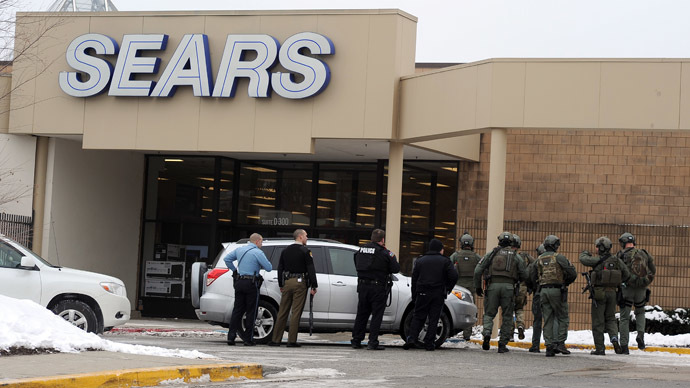 Police patrol outside a Sears store at Columbia Mall after a fatal shooting on January 25, 2014, in Columbia, Maryland. (AFP Photo/Jewel Samad)