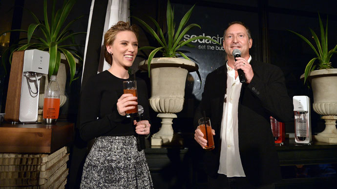 SodaStream unveils Scarlett Johansson as its first-ever Global Brand Ambassador at the Gramercy Park Hotel on January 10, 2014 in New York City.(AFP Photo / Mike Coppola)