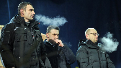 Three leaders of the opposition, head of UDAR (Punch) party Vitali Klitschko (L), head of the Svoboda party Oleh Tyagnybok (C) and Arseniy Yatsenyuk (3rd R) (AFP Photo / Genya Savilov)