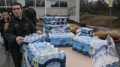 Water is distributed to residents at the South Charleston Community Center in Charleston, West Virginia (Reuters / Lisa Hechesky)