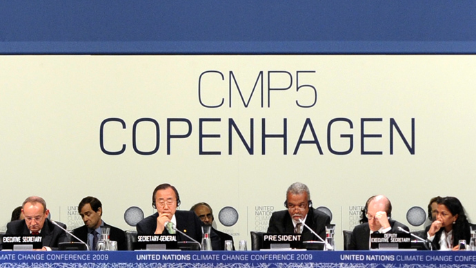Executive-Secretary of the UN Climate Conference, Yvo de Boer (L) and UN Secretary-General Ban Ki-Moon attend the plenary session at the Bella Center of Copenhagen on December 19, 2009 at the end of the COP15 UN Climate Change Conference. (AFP Photo / Olivier Morin)