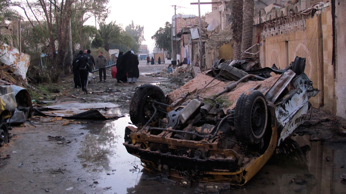 People gather at the site of a car bomb attack in Baghdad, January 30, 2014 (Reuters / hmed Malik)