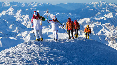 A handout picture taken during the Sochi 2014 Winter relay on October 25, 2013 and released by the Sochi 2014 Winter Olympics Organizing Committee, shows torchbearers carrying an Olympic torch to the Elbrus Mount in Russia's North Caucasus region. (AFP Photo/Sochi 2014 Winter Olympics Organizing Committee)