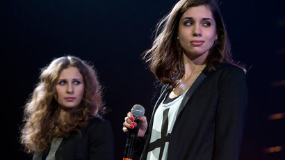 Russian punk band Pussy Riot members Maria Alyokhina (L) and Nadezhda Tolokonnikova.(Reuters / Carlo Allegri)