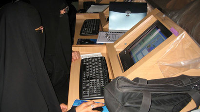 Workshop for Saudi women teaching science, King Saud University, Saudi Arabia.(Photo courtesy of: Kathy Perkins (PhET))