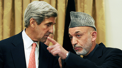 US Secretary of State John Kerry speaks with Afghan President Hamid Karzai (AFP Photo / Shah Marai)