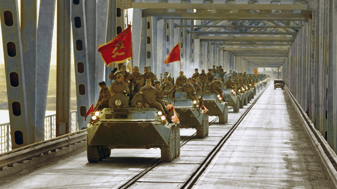The convoy of Soviet armored personnel vehicles leaving Afghanistan, 1989 (RIA Novosti / Alexander Liskin)