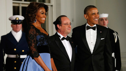 U.S. President Barack Obama and first lady Michelle Obama welcome French President Francois Hollande to the White House for a State Dinner in Washington February 11, 2014 (Reuters / Kevin Lamarque)