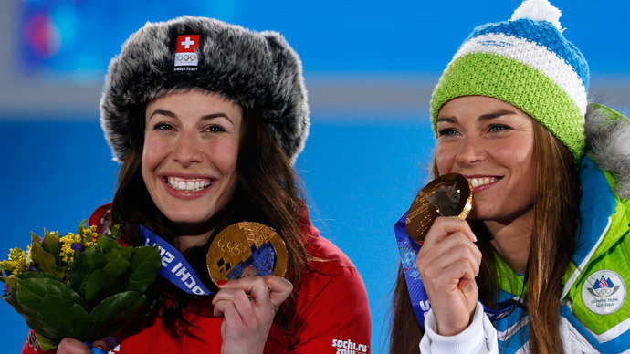 Joint gold medalists Switzerland's Dominique Gisin (L) and Slovenia's Tina Maze pose during the medal ceremony for the women's alpine skiing downhill race at the Sochi 2014 Winter Olympic Games in Sochi February 12, 2014 (Reuters / Gary Hershorn)