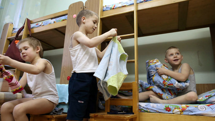 Inmates of the children's home located in the center of Kaliningrad, after a rest hour.(RIA Novosti / Igor Zarembo)