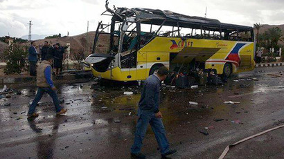 A picture taken on February 16, 2014 show the wreckage of a tourist bus at the site of a bomb explosion in the Egyptian south Sinai resort town of Taba (AFP Photo / STR)