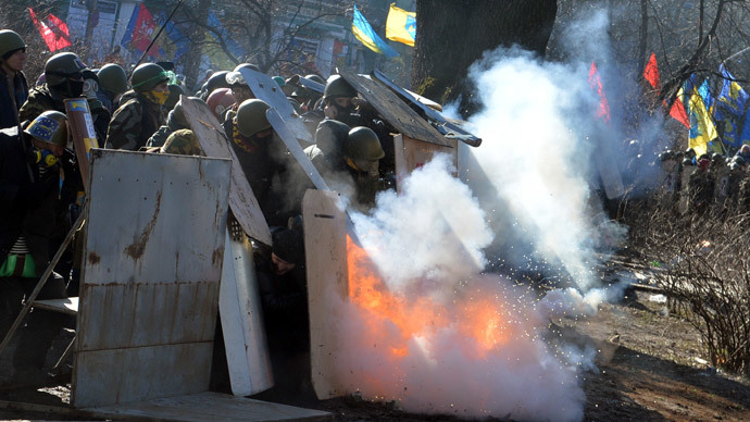 Battlefield Kiev: Molotov cocktails reign down, rioters rough up police (VIDEO)