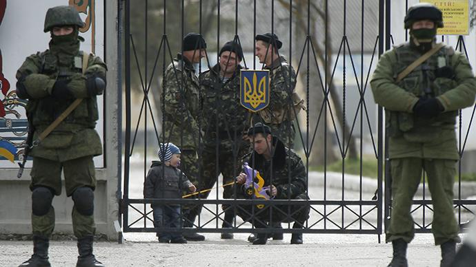 Ukrainian military unit in the village of Perevalnoye outside Simferopol, March 4, 2014. (Reuters / David Mdzinarishvili)