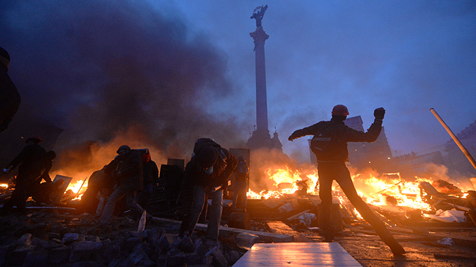 Anti-government rioters clash with the police on Independence Square in Kiev early on February 19, 2014. (Reuters / Sergei Supinsky)