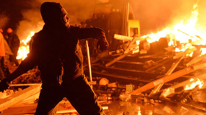 Kiev allows police to use firearms, demands armed rioters lay down weapons