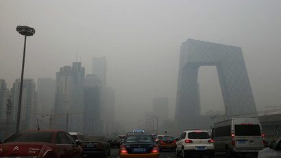 Cars travel on a road amid heavy haze in Beijing February 21, 2014.(Reuters / Kim Kyung-Hoon)