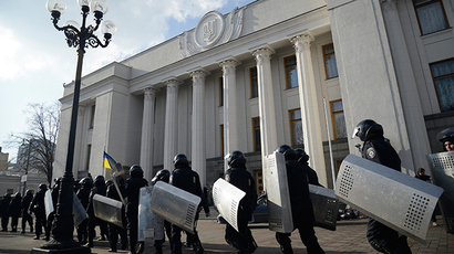Riot police march after duty near the Ukrainian parliament in Kiev (Reuters / Maks Levin)