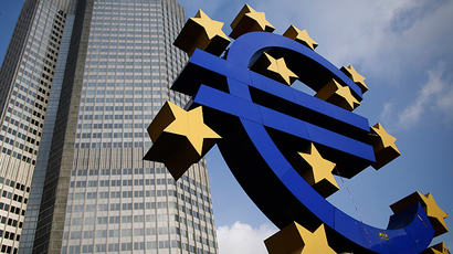 The Euro currency sign is seen in front of the European Central Bank (ECB) headquarters in Frankfurt (Reuters / Lisi Niesner)