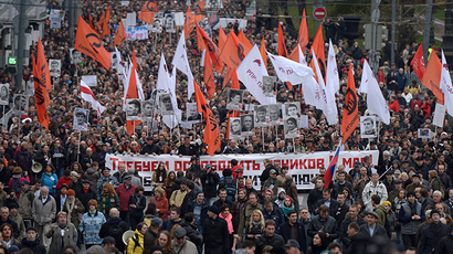 Participants at the opposition rally in support of political prisoners on Moscow's Boulevard Ring, 10/27/2013 (Reuters / Evgeny Biyatov)