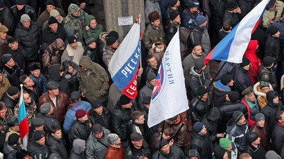Participants in a rally in front of Crimea's Supreme Council building in Simferopol.(RIA Novosti / Taras Litvinenko)