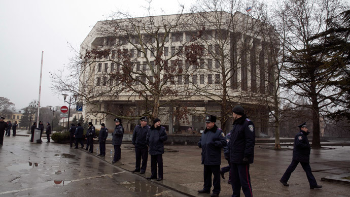 Ukrainian police stand guard in front the Crimean parliament building in Simferopol February 27, 2014.(Reuters / Baz Ratner)