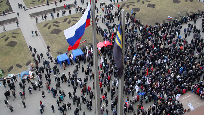 Pro-Russian activists demonstrate in front of the regional administration in Donetsk on March 3, 2014. (AFP Photo / Alexander Khudoteply)