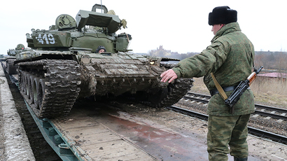 T-72 tanks of the separate tank battalion of the Baltic Fleet motorized infantry brigade, during dislocation, being loaded on flatcars and sent to the district selected for military exercises, in the city of Gusev, Kaliningrad Region on February 28, 2014 (RIA Novosti / Igor Zarembo)