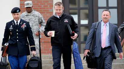 Brigadier General Jeffrey Sinclair (C), along with attorneys Maj. Sean Foster (L) and Richard Scheff (R), leave the courthouse for the day at Ft. Bragg in Fayetteville, North Carolina March 5, 2014 (Reuters / Ellen Ozier)