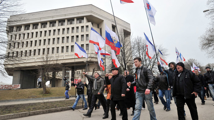 Pro-Russian activists wave Russian flags as they demonstrate in Simferopol, the administrative center of Crimea, on March 1, 2014. (AFP Photo)