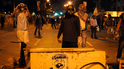 Students clash with the riot police as they protest against the government of Venezuelan President Nicolas Maduro, in Caracas on March 7, 2014 (AFP Photo / Manaure Quintero)