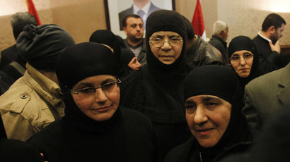 Nuns, who were freed after being held by rebels for over three months, arrive at the Syrian border with Lebanon at the Jdaydeh Yaboos crossing, early March 10, 2014.(Reuters / Khaled al-Hariri )