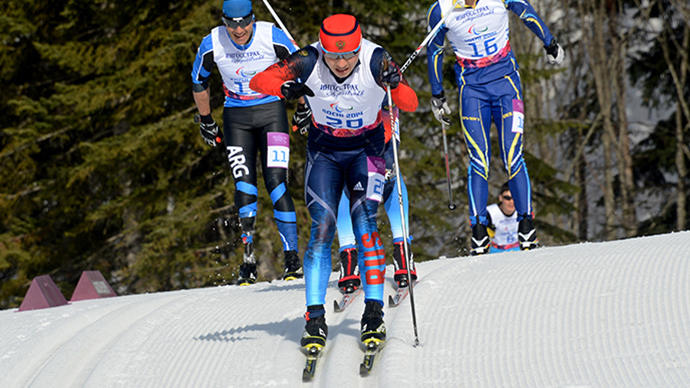 Russia's Rushan Minnegulov (C) competes to win first place during Men's Cross Country 20 km Classic Standing at XI Paralympic Olympic games in the Rosa Khutor stadium near Sochi on March 10, 2014 (AFP Photo / Kirill Kudryavtsev)