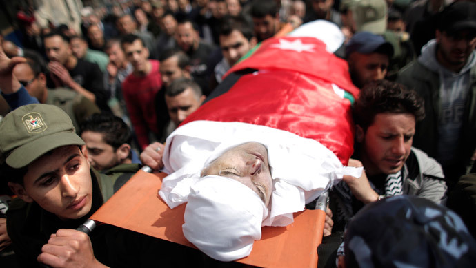 Palestinians carry the body of Raed Zeiter, 38, during his funeral in the northern West Bank city of Nablus, on March 11, 2014, a day after he was shot dead by the Israeli military. (AFP Photo / Ahmad Gharabli)