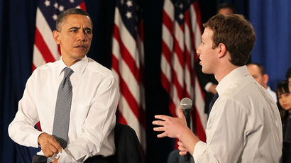 U.S. President Barack Obama (L) talks with Facebook CEO Mark Zuckerberg (R) (Justin Sullivan/Getty Images/AFP)