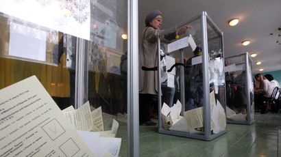 A woman casts her ballot during the referendum on the status of Ukraine's Crimea region at a polling station in Bakhchisaray March 16, 2014.(Reuters / Sergei Karpukhin)
