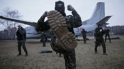"Members of a ""Maidan"" self-defense battalion take part in weapons training at a Ukrainian Interior Ministry base near Kiev March 17, 2014. (Reuters / Gleb Garanich)"
