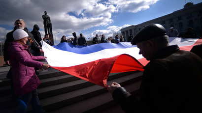 Demonstrators hold a Crimean flag at Lenin's square in central Simferopol on March 18, 2014.(AFP Photo / Filippo Monteforte)